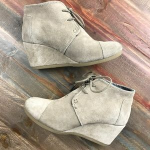 Toms Beige Suede Wedge Ankle Boots Women Sz 6
